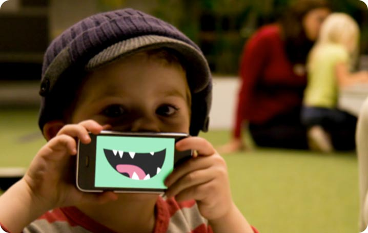 kid_with_iphone