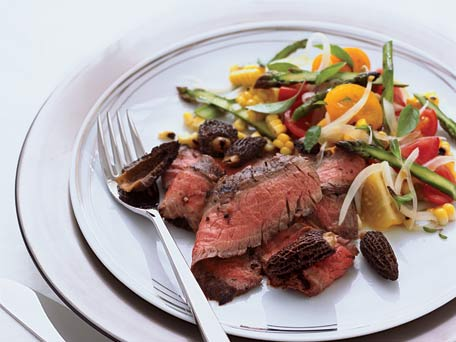 grilled-flank-steak-with-corn-tomato-and-asparagus-salad_456X342